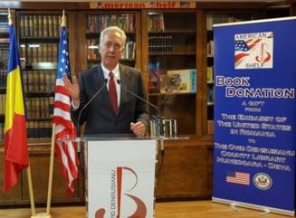 """Ambasadorul Hans Klemm, la inaugurarea """"American Shelf"""" in Hunedoara: Educatia este esentiala pentru sanatatea democratiei noastre"""