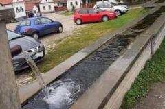 Amenda de 40.000 de lei pentru Primaria Rimetea. Mai multi turisti s-au imbolnavit de enterocolita dupa ce au baut apa dintr-un izvor nepotabil