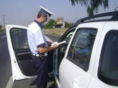 Amenzi de peste 41.000 de lei si 11 permise retinute de politistii din Alba, intr-o singura zi. Actiune pentru prevenirea accidentelor rutiere