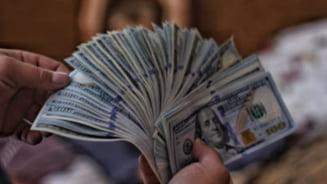 Americanii ar urma sa primeasca in acest week-end primele cecuri in valoare de 1400 de dolari pentru a face fata pandemiei de COVID-19