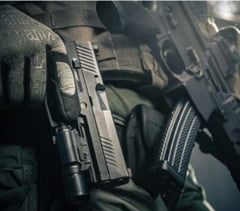 Americanii schimba pistolul din dotarea armatei: Soldatii glumeau ca mai bine aruncai cu el, decat sa tragi