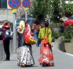 Amnesty International ii trage la raspundere pe Ponta si Boc pentru situatia rromilor