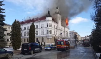 Ancheta dupa incendiul de la Prefectura din Suceava. Focul a pornit de la un conductor electric defect