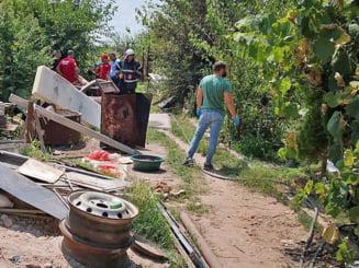 Anchetatorii au revenit la casa lui Gheorghe Dinca pentru o noua zi de cautari. Perchezitiile au inceput