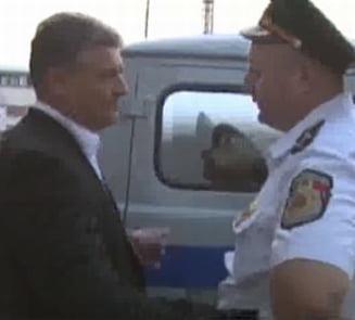 Andone a salvat 3 suporteri din duba politiei moldovene