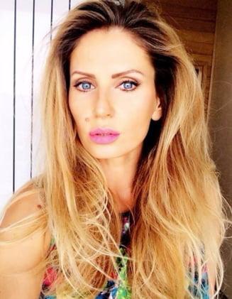 Andreea Banica, omagiata: Esti femeia perfecta, asa ar trebui sa procedeze toate divele ca sa-si tina sotii (Foto)
