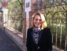 Andreea Esca, in pijamale in public (Foto)
