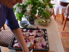 Andreea Paul pregateste masa de Paste in familie
