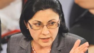 Andronescu: Eliminarea locurilor cu taxa la universitatile de stat nu va trece de Senat