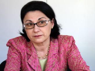 Andronescu: Sper ca Senatul sa adopte legea privind bacalaureatul profesional