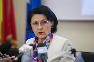 Andronescu ia o masura radicala: 8.000 de cadre didactice nu mai au voie sa predea