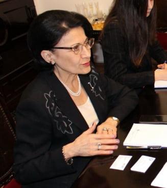 Andronescu vrea doar invatatori pana in clasa a III-a si sa mai faci un an de scoala daca nu treci Evaluarea Nationala