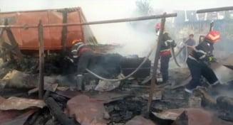 Anexe gospodaresti si acoperisul unei case, distruse in urma unui incendiu puternic la Voineasa