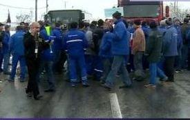 Angajat de la Oltchim, lovit de o masina in timpul protestelor