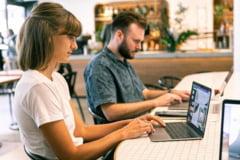 Angajat sau freelancer. Care sunt avantajele si dezavantajele celor doua forme de munca