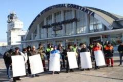"""Angajati ai Aeroportului """"Kogalniceanu"""" ameninta cu greva foamei"""
