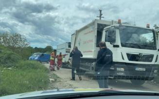 Angajati ai Societatii Salubrizare Sector 5, dati afara dupa ce au fost prinsi ca folosesc gunoiera companiei pentru a colecta deseuri din Jilava