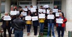 Angajatii APIA Olt continua protestele