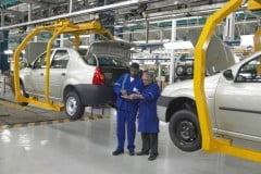 Angajatii Dacia ies luni din somaj tehnic
