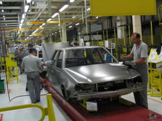 Angajatii Dacia primesc 610 lei - prima de vacanta