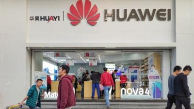 Angajatii Huawei care s-au dat de gol ca folosesc iPhone s-au ales cu salariile taiate