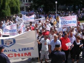 Angajatii Oltchim reiau protestele