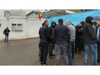 Angajatii Penitenciarului Iasi ies la proteste