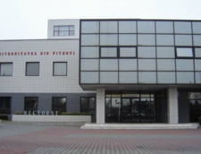 Angajatii Universitatii din Pitesti cer demiterea rectorului Gheorghe Radu