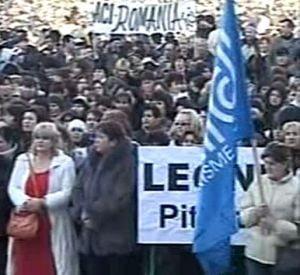 Angajatii de la Dacia au inceput protestul (Video)