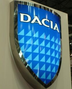 Angajatii de la Uzina Dacia ies in strada