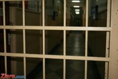 Angajatii din penitenciare protesteaza incepand de azi. La Ministerul Justitiei au loc negocieri