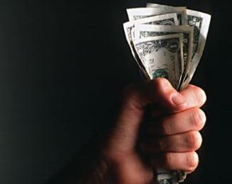 Angajatii statului doneaza 90% din venitul salarial mai mare de 8.000 de lei