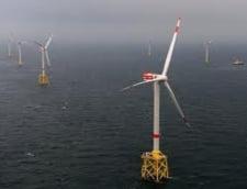 Angela Merkel inaugureaza prima ferma eoliana comerciala pe apa a Germaniei