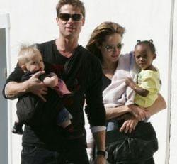 Angelina Jolie, dispusa sa plateasca pentru custodia copiilor