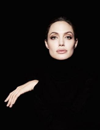 Angelina Jolie, eroare grava de machiaj (Foto)