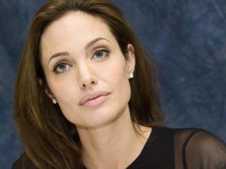 Angelina Jolie socheaza: Si-a extirpat ambii sani