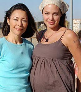 Angelina Jolie sufera de diabet, sarcina devine tot mai dificila