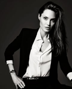 Angelina Jolie vorbeste, in sfarsit, despre sarutul cu fratele ei - dezvaluiri din viata personala