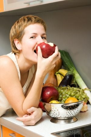 Anihileaza problemele pielii cu fructe
