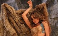 Anna Lesko, sexy si goala in noul videoclip