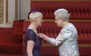 Annie Lennox, premiata de regina Angliei