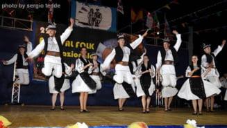 """Ansamblul Folcloric """"Ardealul"""", super spectacole in """"Cizma"""""""
