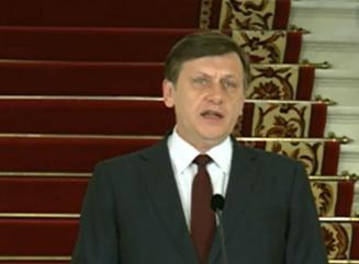 Antonescu: Basescu este povara de pe umerii CCR