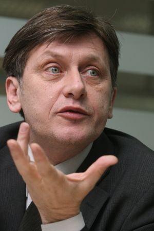 Antonescu: Basescu si Geoana sunt doua fete ale raului