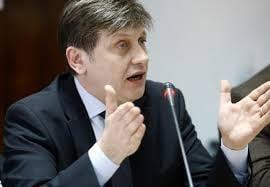 Antonescu: Continuatorul lui Basescu e Ponta. Interlopii politici isi fac de cap
