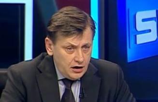 Antonescu: Domnul Iliescu sa faca jocuri cu animale in ferma dansului, PSD