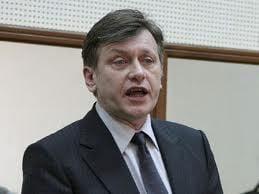 Antonescu: Nu sunt interesat de intalnirea cu FMI, voi fi prezent din politete