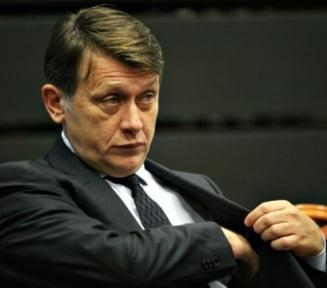 Antonescu: O sa ne imprumutam parlamentarii care nu au alta sursa de venit
