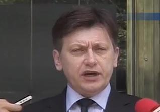 Antonescu: Planul lui Basescu plaseaza pe umerii romanilor povara crizei