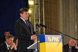 Antonescu: Pot face mai mult decat sa ma implic in campanie. Iohannis: Draga Crin...
